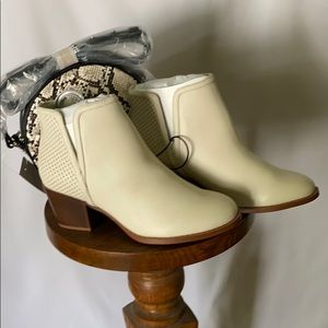 Loft Perforated Booties Cream NWT